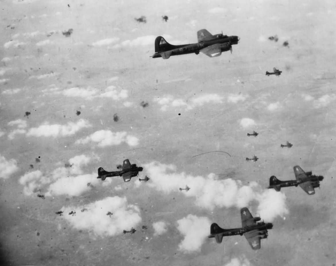B-17_Flying_Fortress_8th_AF_in_Flak_Filled_Sky_During_Berlin_Raid